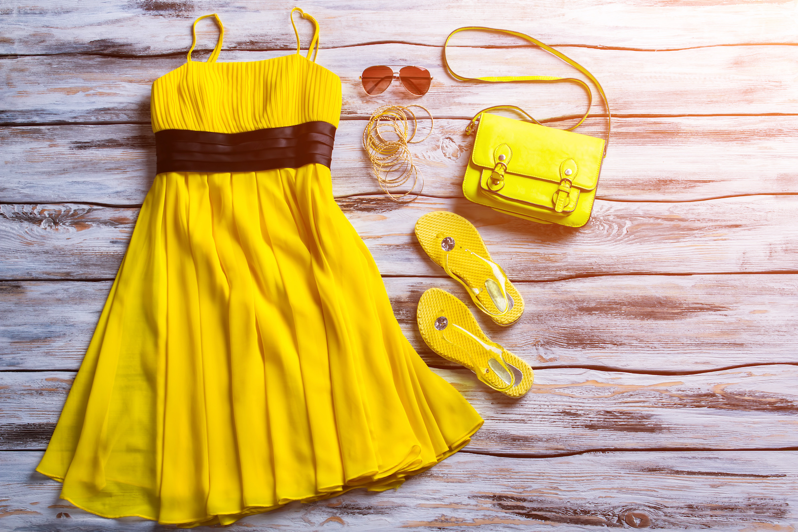 żółta sukienka rozkloszowana