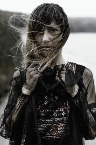3. A Ty jak dobierasz dodatki do czarnej sukienki? Z pewną dozą ostrożności czy totalną swobodą? Zobacz nasze propozycje dodatków do czarnej sukienki.
