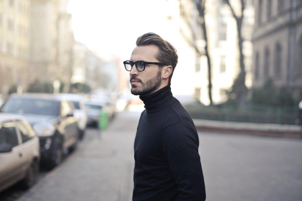 Gdzie szukać pomysłów na męskie stylizacje? Każdą z nich - od ekstrawaganckiej, przez casualową i codzienną, na oficjalej kończąc, znajdziesz na męskich blogach modowych. Poznaj naszą listę 6 najciekawszych męskich blogów modowych w Polsce.