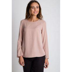 Bluzki damskie: Pudełkowa bluzka w pudrowym kolorze BIALCON
