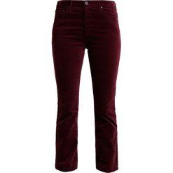 Boyfriendy damskie: AG Jeans JODI CROPPED Spodnie materiałowe bordeaux