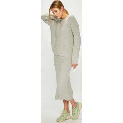 Answear - Sukienka Sweter+spódnica. Szare sukienki dzianinowe ANSWEAR, na co dzień, l, casualowe, z okrągłym kołnierzem, dopasowane. Za 169,90 zł.
