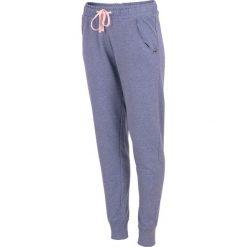 Spodnie dresowe damskie SPDD001 - denim melanż. Szare spodnie dresowe chłopięce marki 4f, na lato, melanż. Za 89,99 zł.