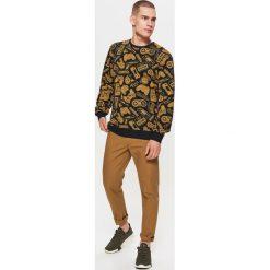 Chinosy męskie: Materiałowe spodnie chino z kolekcji basic – Beżowy