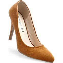 Czółenka bonprix koniakowy. Brązowe buty ślubne damskie bonprix, na szpilce. Za 37,99 zł.