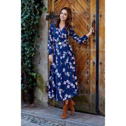 Modna sukienka midi granatowy w kwiatki. Niebieskie sukienki hiszpanki Lemoniade, na jesień, w kwiaty, z materiału, midi. Za 249,90 zł.
