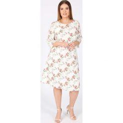 Sukienki hiszpanki: Prosta, półdługa sukienka ze wzorem i rękawem 3/4