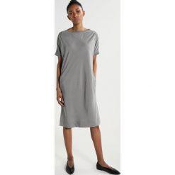 Sukienki hiszpanki: And Less BREEZAND  Sukienka letnia moon mist