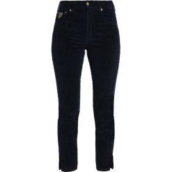 LOIS Jeans CELIA SPLIT Spodnie materiałowe marino. Czarne jeansy damskie marki LOIS Jeans, z bawełny. Za 459,00 zł.
