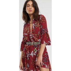 Bordowa Sukienka Sort Of Way. Czerwone sukienki marki other, na jesień, uniwersalny, z koszulowym kołnierzykiem, koszulowe. Za 79,99 zł.
