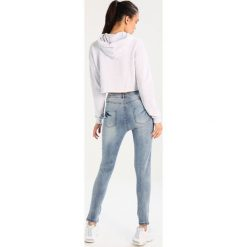 Rurki damskie: Missguided SINNER HIGHWAISTED RIPPED SKINNY Jeansy Slim Fit blue