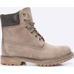 Timberland - Botki A1HZM. Szare buty zimowe damskie marki Timberland, z materiału, z okrągłym noskiem, na obcasie, na sznurówki. W wyprzedaży za 629,90 zł.