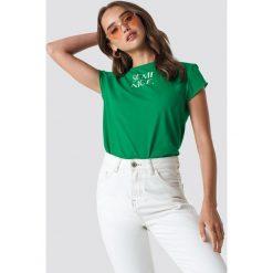 T-shirty damskie: NA-KD Trend T-shirt z surowym wykończeniem Semi Nice - Green
