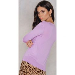 Swetry oversize damskie: NA-KD Trend Sweter z dzianiny z dekoltem V - Purple