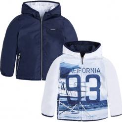 Dwustronna kurtka w kolorze niebiesko-granatowym. Niebieskie kurtki chłopięce marki Mayoral. W wyprzedaży za 104,95 zł.