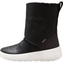 Ecco UKIUK Śniegowce black. Czarne buty zimowe damskie ecco, z materiału. W wyprzedaży za 351,20 zł.