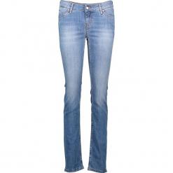 """Dżinsy """"Jasmin"""" - Regular fit - w kolorze błękitnym. Niebieskie jeansy damskie relaxed fit marki Mustang, z aplikacjami, z bawełny. W wyprzedaży za 195,95 zł."""