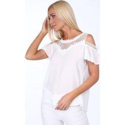 Bluzka z gipiurą kremowa 621. Białe bluzki asymetryczne Fasardi. Za 79,00 zł.
