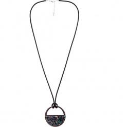 Naszyjnik koło z wypełnieniem QUIOSQUE. Czarne naszyjniki damskie QUIOSQUE. W wyprzedaży za 29,99 zł.