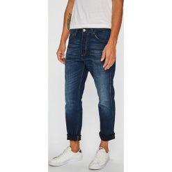 Wrangler - Jeansy Slider. Niebieskie jeansy męskie z dziurami Wrangler. Za 349,90 zł.