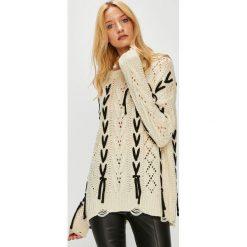 Medicine - Sweter Hand Made. Białe swetry klasyczne damskie MEDICINE, l, z dzianiny, z okrągłym kołnierzem. W wyprzedaży za 111,90 zł.