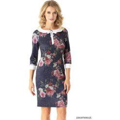 Dopasowana sukienka z kołnierzykiem Flora kwiaty. Szare sukienki mini marki Pakamera, w kwiaty, z kokardą, dopasowane. Za 175,00 zł.
