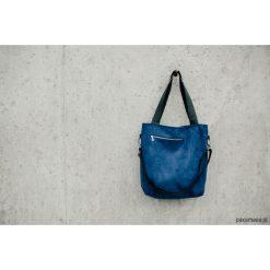 Torebka tL z niebieskiego zamszu. Niebieskie torebki klasyczne damskie Pakamera. Za 170,00 zł.