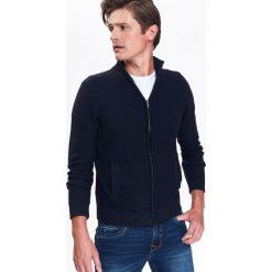 Swetry rozpinane męskie: KARDIGAN MĘSKI ZE STRUKTURALNEJ DZIANINY ZE STÓJKĄ