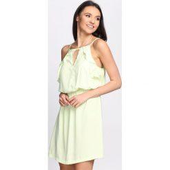 Jasnozielona Sukienka First Impression. Zielone sukienki letnie marki Reserved, z wiskozy. Za 29,99 zł.