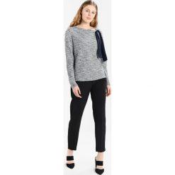 Bluzy damskie: NAF NAF BIJOUX Bluza gris chine