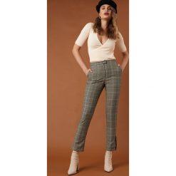 Spodnie z wysokim stanem: NA-KD Trend Spodnie garniturowe z rozcięciem - Grey,Multicolor