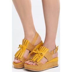 Żółte Sandały Stormcloud. Żółte sandały damskie marki Marc by Marc Jacobs. Za 69,99 zł.