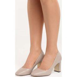 Ciemnobeżowe Czółenka Classically. Różowe buty ślubne damskie Born2be. Za 69,99 zł.