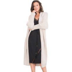 Swetry oversize damskie: Sweter w kolorze beżowym