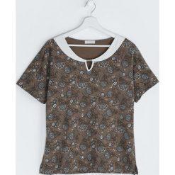 Brązowy T-shirt Mould. Brązowe bluzki damskie Born2be, m. Za 19,99 zł.