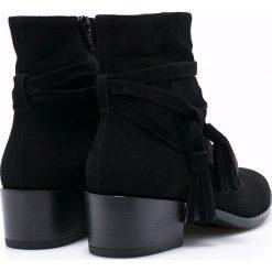 Gino Rossi - Botki. Czarne buty zimowe damskie marki Gino Rossi, z gumy, na obcasie. W wyprzedaży za 249,90 zł.