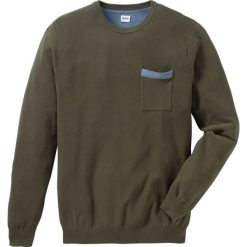 Sweter Regular Fit bonprix ciemnooliwkowy. Zielone swetry klasyczne męskie bonprix, l, z kontrastowym kołnierzykiem. Za 89,99 zł.
