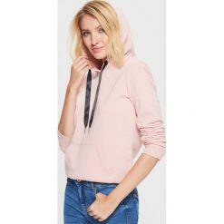 Gładka bluza kangurka - Różowy. Czerwone bluzy damskie marki Cropp, l. Za 59,99 zł.