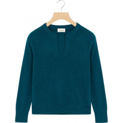 Kaszmirowy sweter w kolorze niebieskim. Niebieskie swetry klasyczne damskie Rodier, z dzianiny, z okrągłym kołnierzem. W wyprzedaży za 391,95 zł.