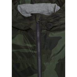 GAP Kurtka przejściowa green. Zielone kurtki chłopięce przeciwdeszczowe GAP, z materiału. Za 209,00 zł.