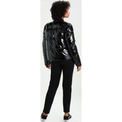 Ivyrevel AROUSE GLOSS Kurtka Bomber black. Czarne bomberki damskie marki Ivyrevel, z bawełny. W wyprzedaży za 419,50 zł.