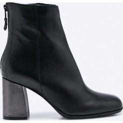 Bayla - Botki. Czarne buty zimowe damskie Bayla, z materiału, na obcasie. W wyprzedaży za 269,90 zł.