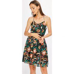 Only - Sukienka Monica. Szare sukienki mini marki ONLY, s, z bawełny, casualowe, z okrągłym kołnierzem. W wyprzedaży za 129,90 zł.