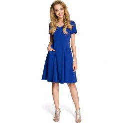 AURORA Taliowana sukienka z krótkimi rękawami - chabrowa. Niebieskie sukienki mini Moe, z krótkim rękawem. Za 149,00 zł.