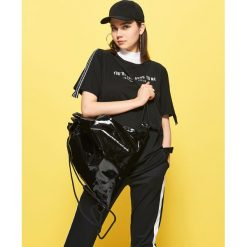 Plecaki damskie: Winylowy plecak worek – Czarny