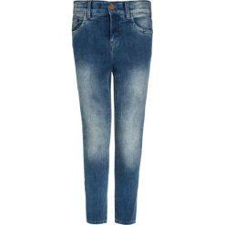 Name it NITTALKA Jeans Skinny Fit medium blue denim. Czerwone jeansy dziewczęce marki Name it, l, z nadrukiem, z bawełny, z okrągłym kołnierzem. Za 129,00 zł.