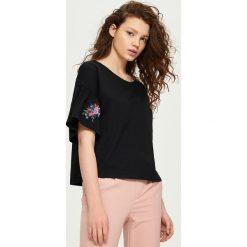 T-shirty damskie: T-shirt z rozkloszowanymi rękawami – Czarny