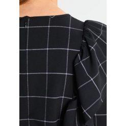 Bluzki asymetryczne: JUST FEMALE SHARI RUFFLE  Bluzka black white