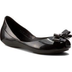 Baleriny MELISSA - Mel Queen Inf 31730 Black 01003. Szare meliski damskie marki Melissa, z gumy. W wyprzedaży za 149,00 zł.