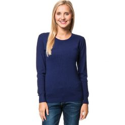 Sweter w kolorze granatowym. Niebieskie swetry klasyczne damskie marki William de Faye, z kaszmiru, z okrągłym kołnierzem. W wyprzedaży za 113,95 zł.